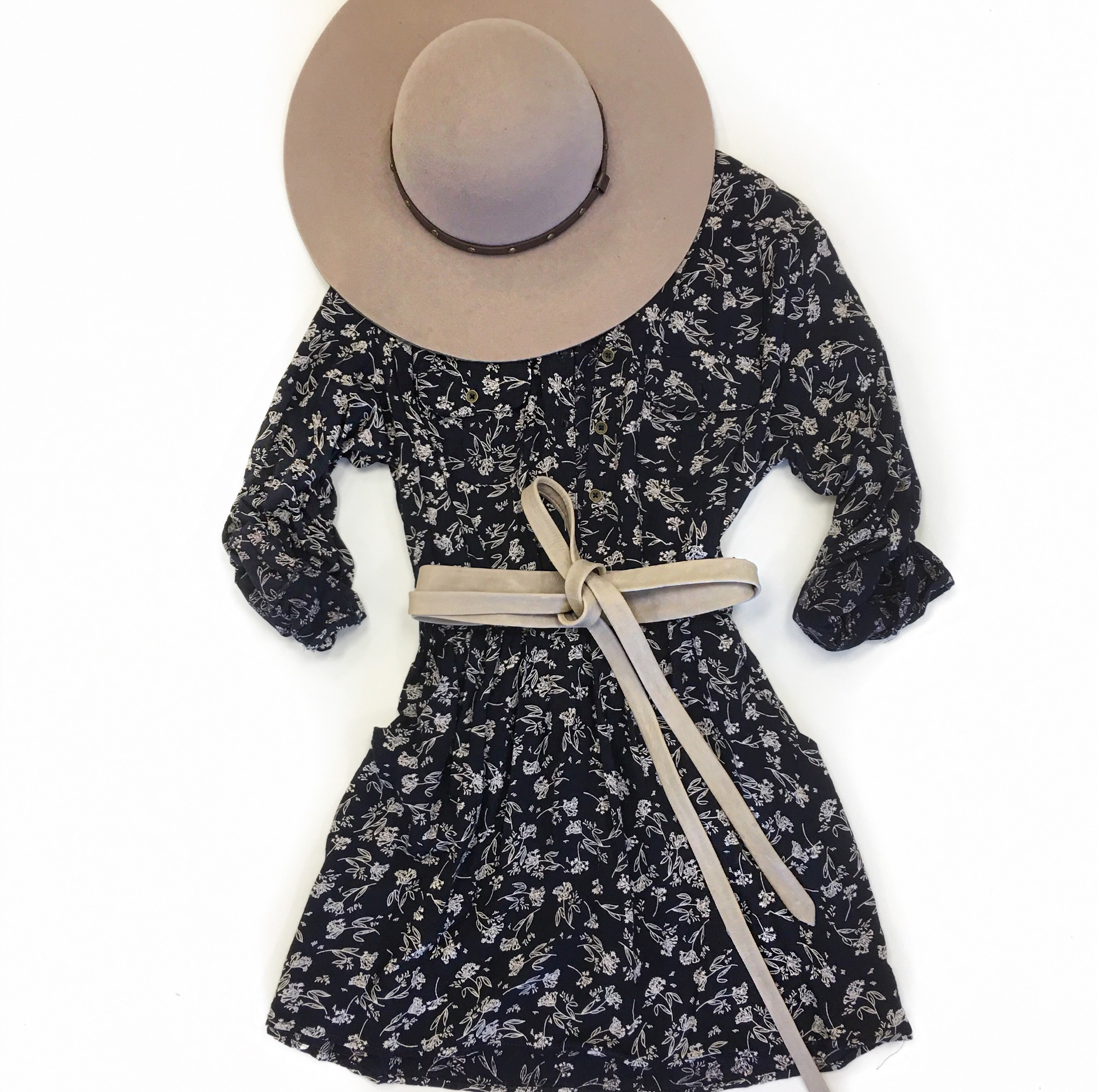Pinted dress | ADA belt | Beige wrap belt | Floral dress | Hat | ADA Blog | ADA Collection | Genuine leather |